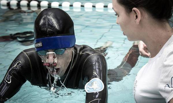 Pod vodom 12 minuta bez vazduha